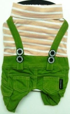Комплект бежова тениска със зелен панталон