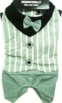 Сив панталон със сив елек и папионка